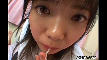 Young japanese teen gives a perfect blowjob and swallow 9分钟