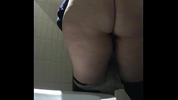 Girls and women show their shaved pussies in the toilet (MOV 98)