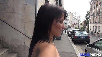Un amateur découvre le porno en compagnie d'Emilie [Full Video]