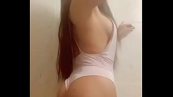 someone knows the name of this brunette
