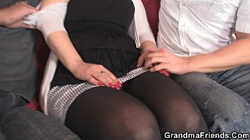 Mature moms slutty - Two dudes bangs slutty mom