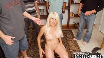 MILF Fake Tit Blonde Bukkake Bang 5分钟