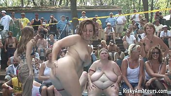 Naughty amateurs getting wet on the stage 5分钟