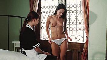 VivThomas - Housemaid Paula Shy and her lesbian mistress 6分钟