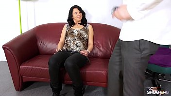 Super hot skinny babe is not happy when agent cum in her mouth on fake casting