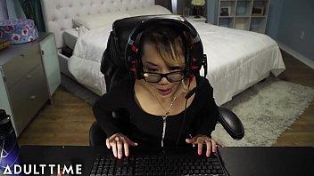 FAIL!! Gamer Chick Accidentally Streams a Fuck and Facial