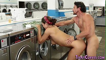 Booty teen laundrette cum 8分钟