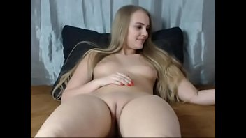 Sexy Young Blonde Shows Off her Shaved Pussy on Cam - CamGirlsUntamed.com