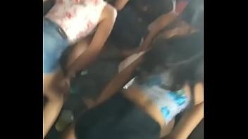 Novinha dancando funk