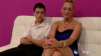 38Yo Daniela Teaches 18Yo Jordi About Squirting