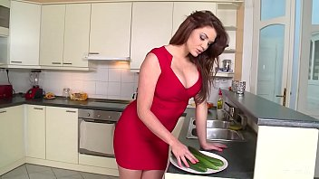 Emma Leigh Vs HUGE Cucumber - Who wins 16分钟