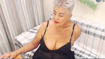 Show how woman masturbate - Old woman webcam show