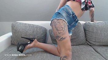 Lesbians strippping Stripp im bikini oberteil