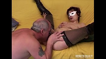 The pussy hunter : Anal porn casting for an Italian couple from Rimini with him old and her very slutty milf in stockings and leather boots