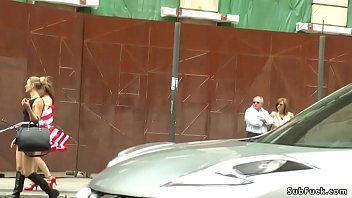 American tourist naked walking in public Vorschaubild