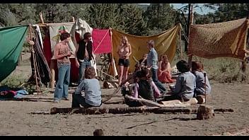 หนังเรทอาร์ฝรั่งเต็มเรื่อง Fugitive Girls (1974) เพื่อนกันเย็ดมันส์ดีเสียบหีรัวเย็ดไม่ยั้ง เอาหีกระจายเล่นเอาน้ำกรามแตก ปี้หีมันส์มากเย็ดไม่หยุดพักเลย