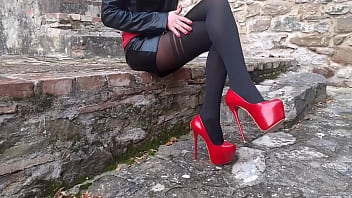 Laura XXX on high heels and stockings sitted 2 min