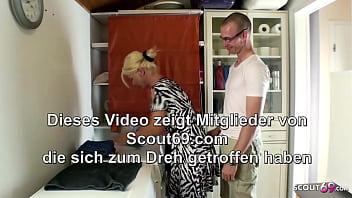 STIEF SOHN SPRITZT SEINER MUTTER EINFACH IN DIE FOTZE DEUTSCH thumbnail