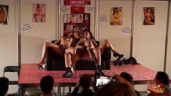 Capitano Eric scopa a tutta forzaMary Rider  e Luna Dark al Salon Erotico di Oporto