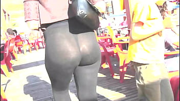 Upskirt in the street Booty sexy milf in the street with transparent legging,
