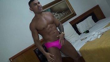 #Suite69 - Dotadão Minotauro tira a roupa e sensualiza na TV PapoMix - Parte 3 - Nosso instagram @TVPapoMix