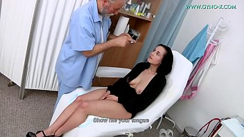 Nicole Love (18 Yo) Went To Her Gynecologist