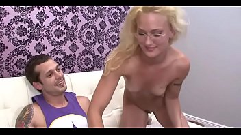 Smoking hot blond teen takes pleasure working a hard dong Porno indir