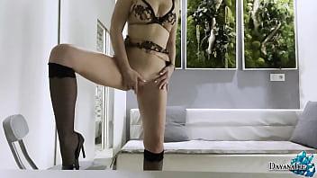 女人在内衣性感的手淫猫日前