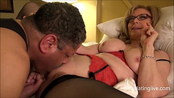 Nina Hartley meets DapperDan at Exxxotica Gives private cuntlick lesson HD