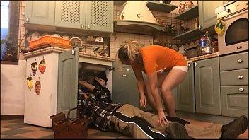 角质妻子被水管工阻碍
