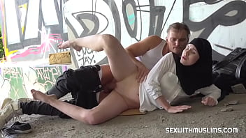 Outdoor quickie with muslim wife