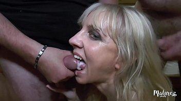 Thérèse mature insatiable en gangbang après une journée entière à se faire baiser