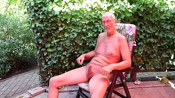 Smooth nude Nackedei wichst 304