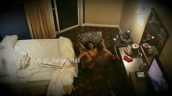 Ebony teen sister work my dick on couch صورة
