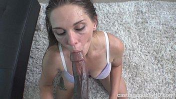 Seriously nasty white chick sucks HUGE black dick 9分钟