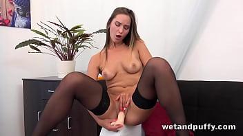 Sexy In Stockings Naomi Benet Loves Her Dildo 13分钟