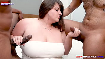 SEXY WHITE BBW VS 2HORNY BLACK GUYS 3 min