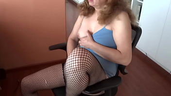 HAIRY WIFE MASTURBATES WATCHING PORN IN FRONT OF HER SON'S FRIEND AND ASKS HER TO FUCK HER ALL - ARDIENTES69