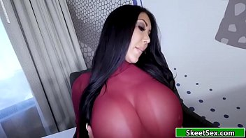 Latina gives her guy an amazing blowjob