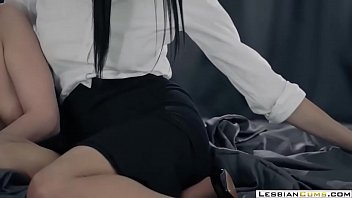 LesbianCUMS.com ⇨ Classy Lesbian Morning Sex 7分钟
