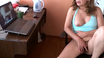 EROTICISM, HIDDEN CAMERA, REAL MATURE WIFE, CUCKOLD, SPYING ON MOM - ARDIENTES69