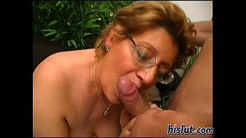 Slutty granny gets her wet pussy drilled thumbnail