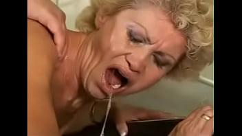 Sex-proof granny - Effie kitchen - hairy - XVIDEOS.COM