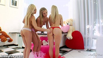 Ashley olson lesbian - Gaping session with your favorite blondes