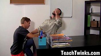 Paulinho fazendo sexo gay com seu professor do Supletivo