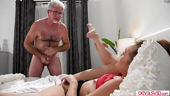 Old Man Eats And Fucks Teens Babes Pussy