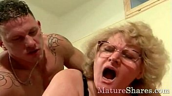 Sexy granny with big tits exposed Vorschaubild