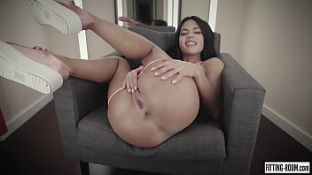 Spanish hottie Apolonia fingers her pussy hard and cums in a shop