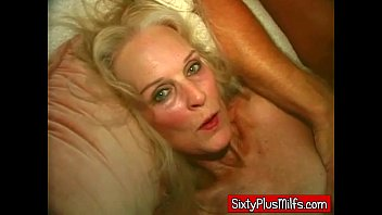Mature sixtie Granny does two easily