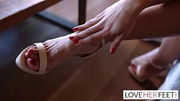 Feet flirting with her boyfriends dad